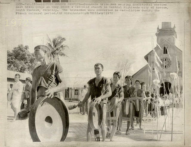 KONTUM 1972 - Vietnam Catholic Tribesmen Bang Gongs - Press Wirephoto