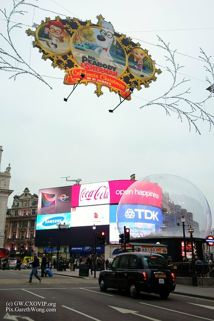 snow ball around eros & christmas decorations and billboards of Picadilly Circus from RAW _DSC2447