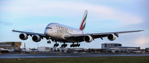 EMIRATES AIRBUS A380 TOUCHING DOWN  ON CHRISTMAS DAY 27L