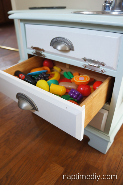 DIY Play Kitchen 17 (NaptimeDIY.com)