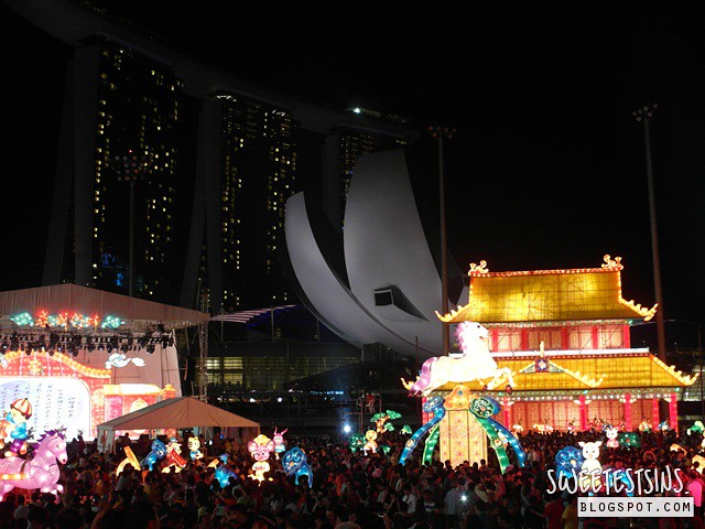 chinese new year day 1 2014 (10) river hongbao