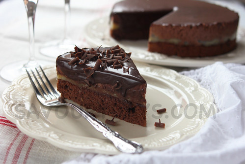 Heavenly banana & chocolate mousse cake