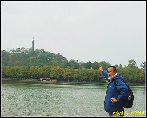 杭州 西湖 (其他景點) - 140 (從白堤上望向北裡湖及杭州地標 保淑塔)
