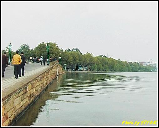 杭州 西湖 (其他景點) - 139 (從白堤上回望西湖十景之 斷橋及北山路湖畔)