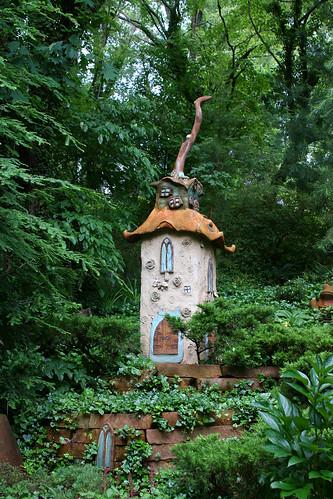 8_elf_house