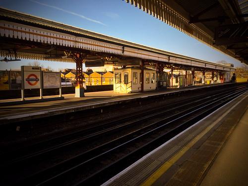 <p>Ravenscourt Park tube westbound platform</p>