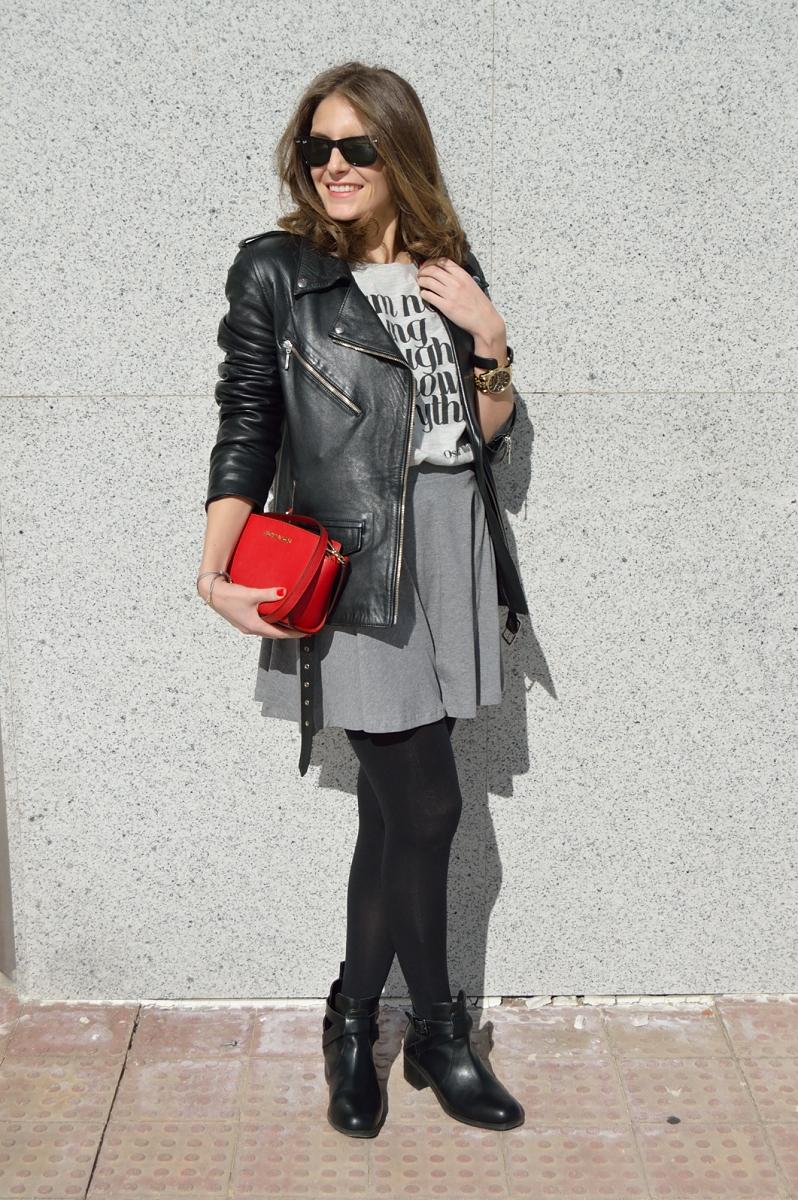 lara-vazquez-madlula-blog-fashion-skater-skirt-grey-black-look