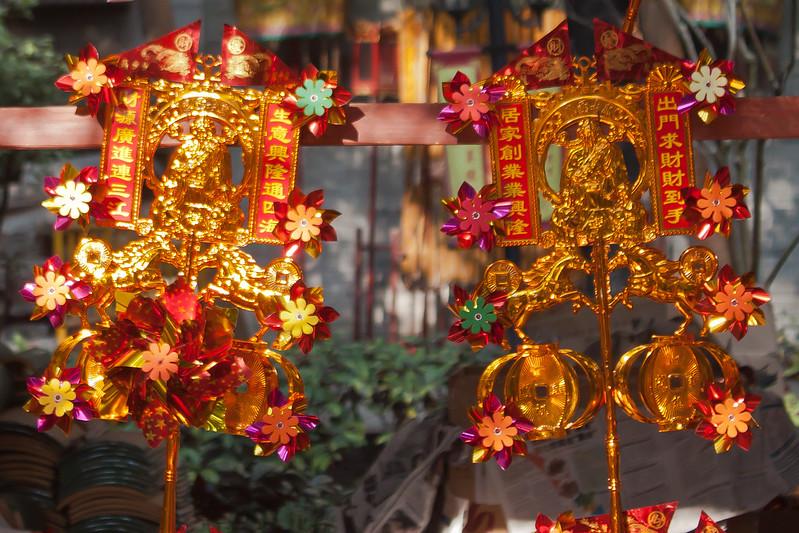 Molinillos dorados para celebrar el Año Nuevo chino.