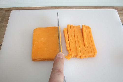 20 - Käse zerkleinern / Grind cheese
