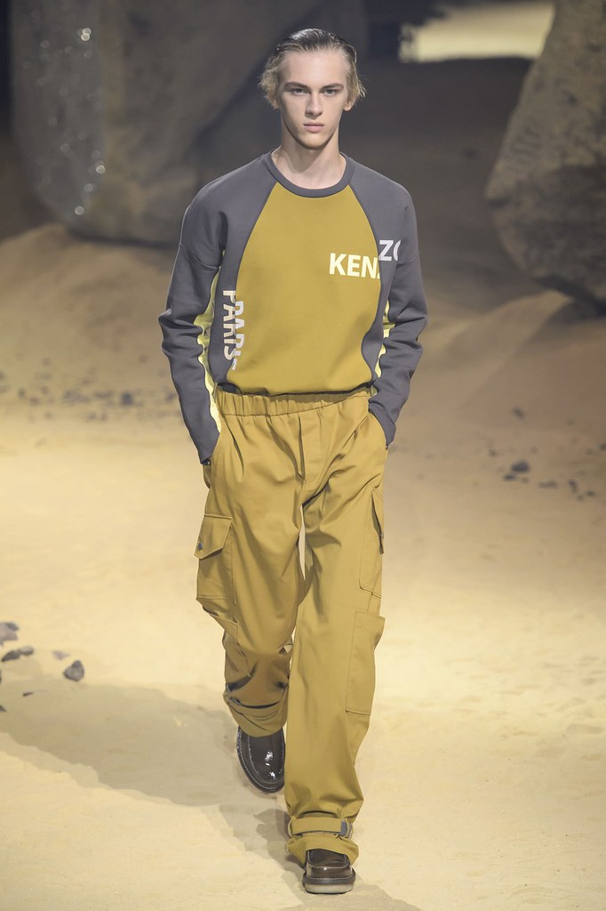 Dominik Sadoch3405_SS16 Paris Kenzo(fashionising.com)