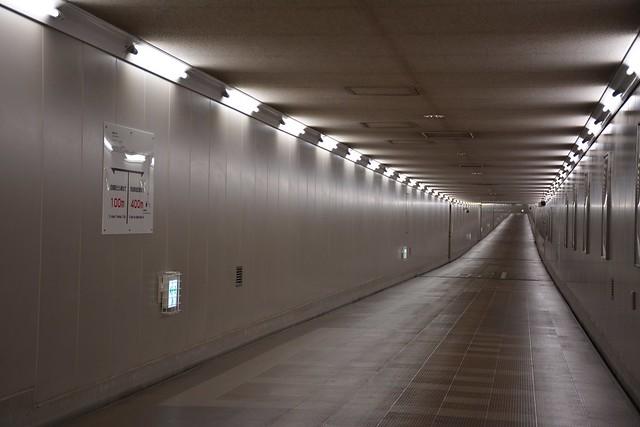 東成田駅への通路