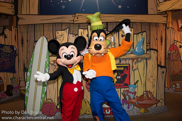 Meeting Mickey and Goofy