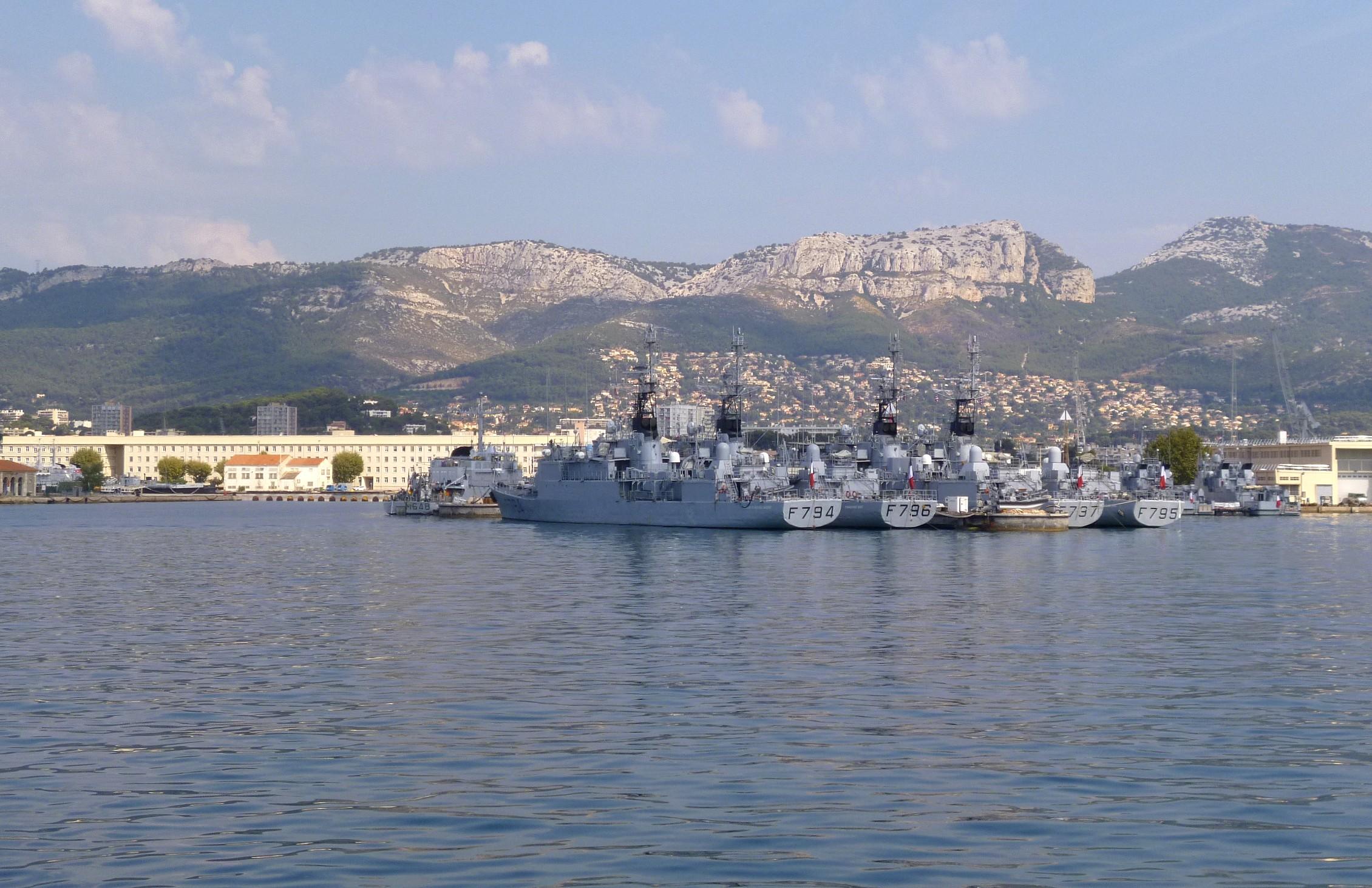 Les news en images du port de TOULON - Page 36 9562303045_4c3d7d56db_o