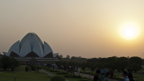 sunset people sun india building architecture buildings asian temple asia sundown lotus dusk delhi indian crowd shell sunny clear bahai newdelhi bahaitemple southasia southasian