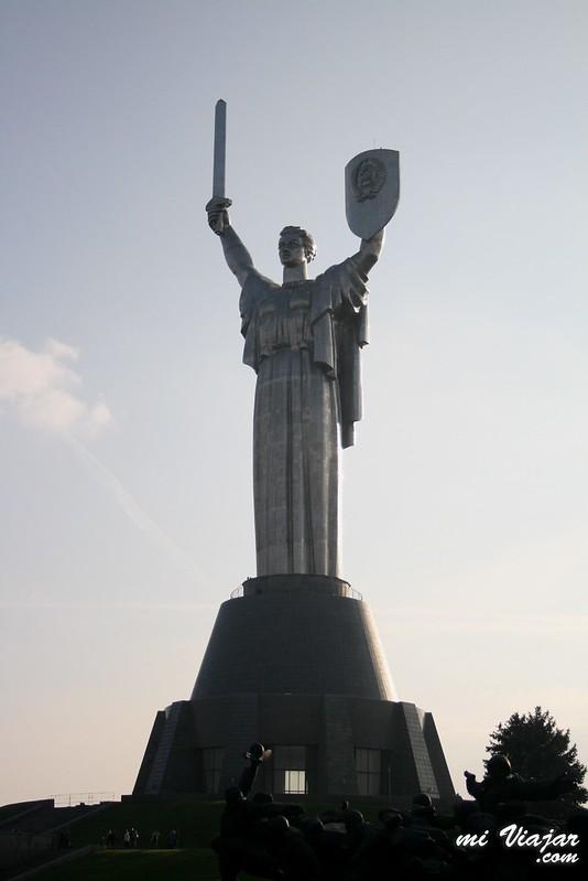 Monumento a la madre patria en Kiev capital de Ucrania