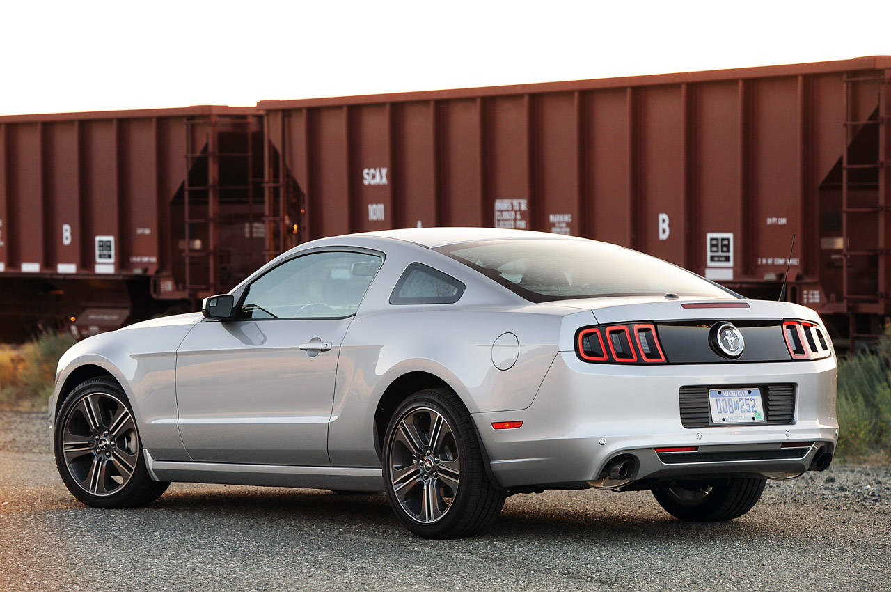 02-2013-ford-mustang-v6-review