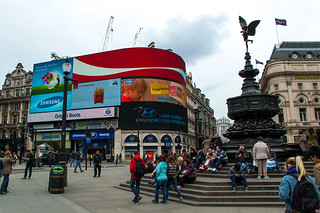 Piccadilly Circus et la Shaftesbury Monument Memorial Fountain
