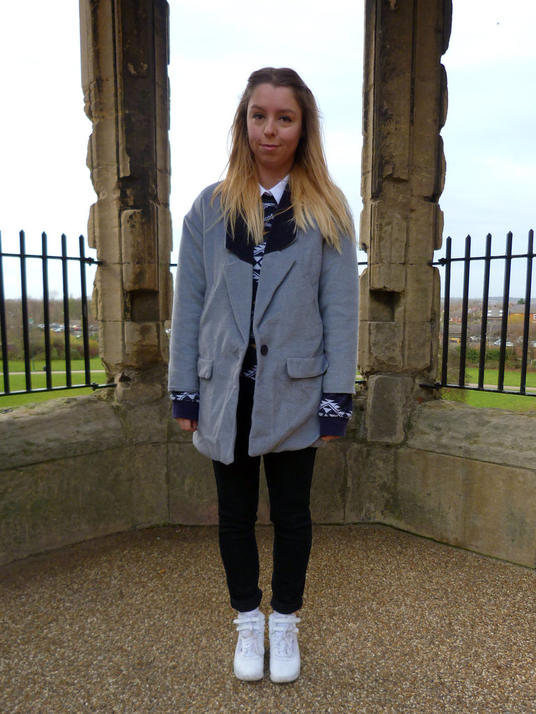 Outfit post | Oversized grey coat and white high tops