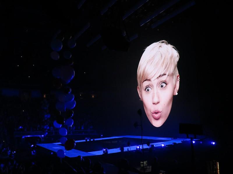 Miley head