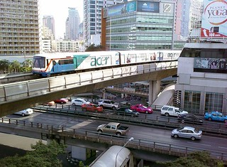 BTS Skytrain over Sala Daeng intersection (by: Paul_012, creative commons)
