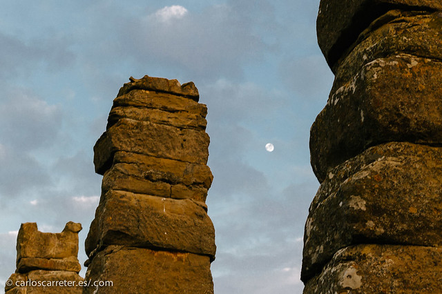 Los Bañales (acueducto y luna)