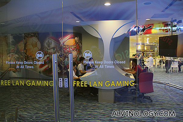 I didn't know about this until I did this tour. There is free LAN gaming!