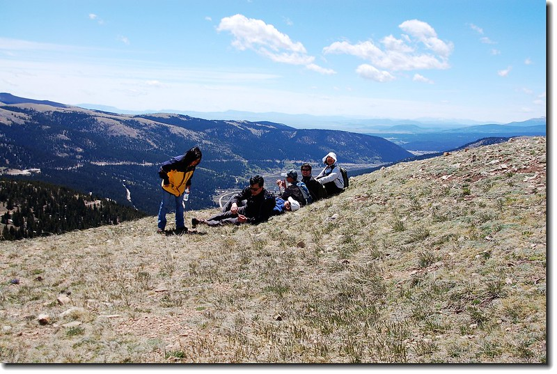 Take a rest on Top of the knoll on trail 208(H 12,214 ft.) 1