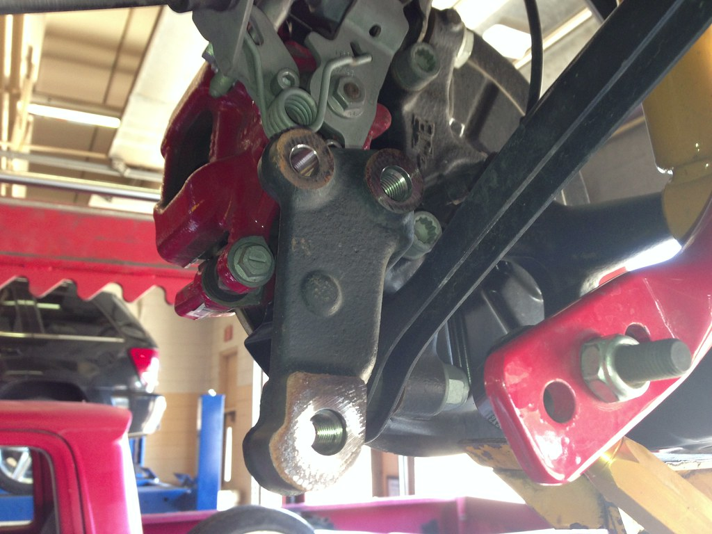 Vwvortexcom Diy Mk6 Golf R And Gti Rear Trailing Arm Bushing Suspension Diagram Pictures Vw Forum Rabbit R32 With The Assembly Out Of Car You Need To Remove Mount Box From Around Before Can Oem This Requires Removal