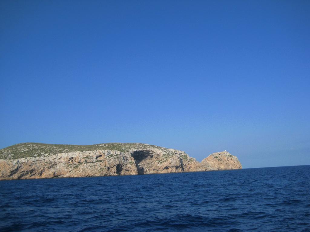 Acantilados de Cabrera desde el mar. Autor, Cayetano