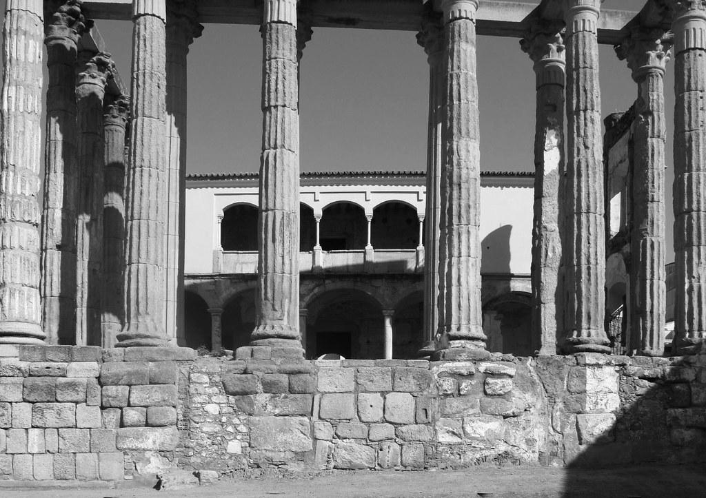 Templo de Diana_palacio y columnas_reutilización