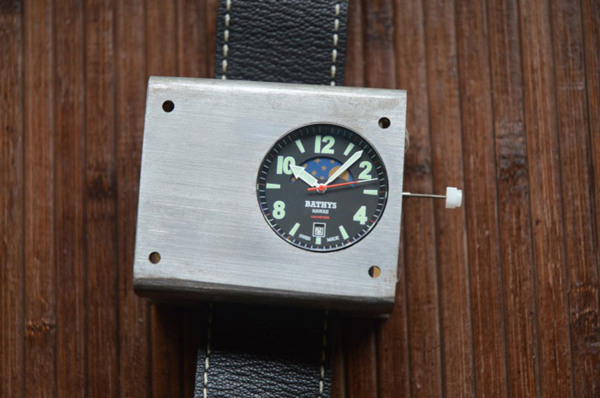 Bathys Hawaii unveils atomic wristwatch