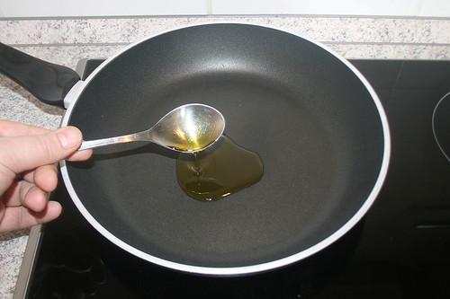 24 - Olivenöl erhitzen / Heat up olive oil