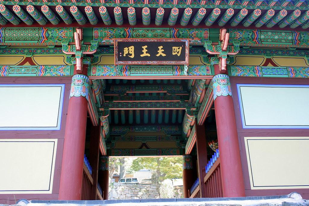 Four heavenly kings gate