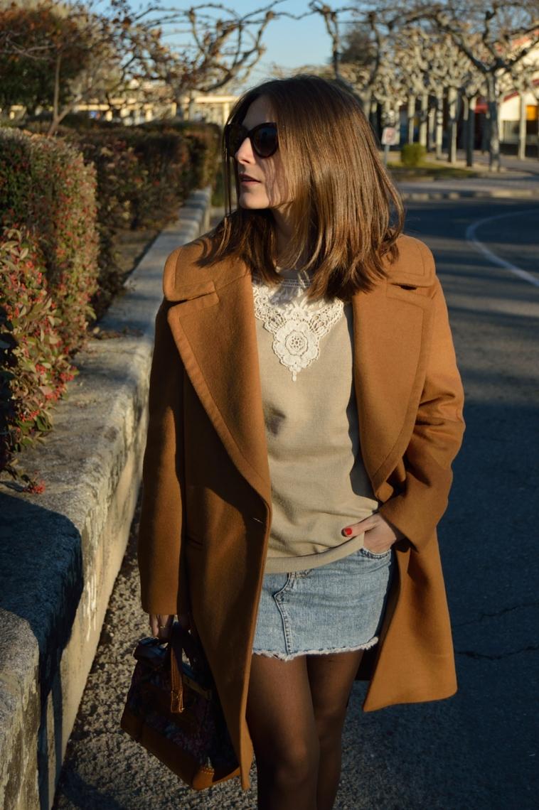 lara-vazquez-madlula-style-solapas-abrigo-denim-falda