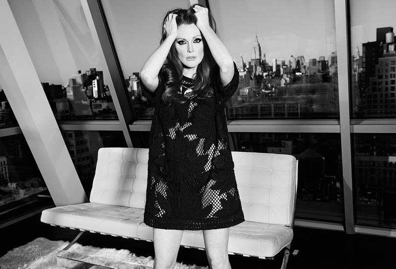 800x544xjulianne-moore-shoot3.jpg.pagespeed.ic._gPT-FDNwl