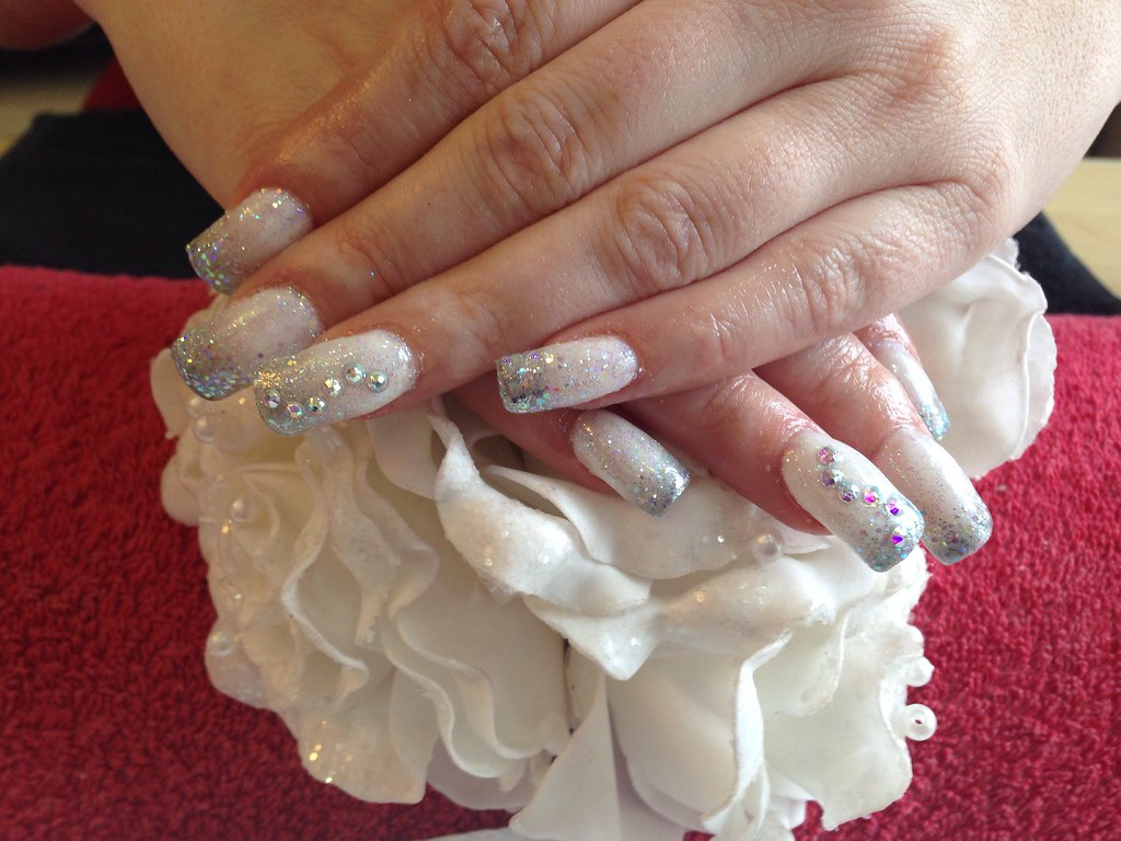 Acrylic Nails With Silver And White Gel Polish Silver Glit Flickr