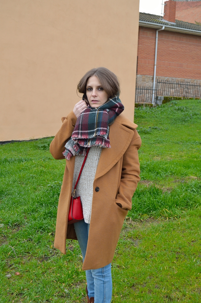 lara-vazquez-madlula-blog-plaid-foulard-brown-coat