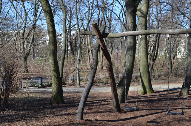 Volkspark Friedrichshain Berlin_wood swings playground