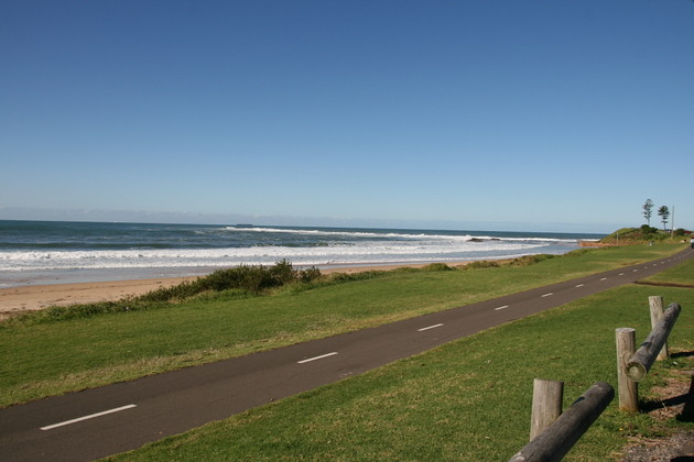 self-drive holiday ideas for new south wales, australia: scenic route south of sydney, skydiving, coastal towns, beaches, illawara brewery