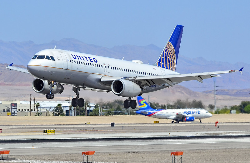 N461UA United Airlines 2000 Airbus A320-232 - cn 1266