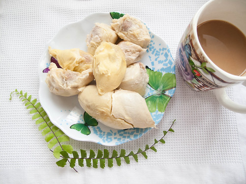 033 Breakfast : durian and coffee 早餐 : 榴莲配咖啡