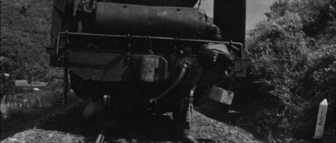 73−木村が砂をまきながら走るD60牽引の貨物列車