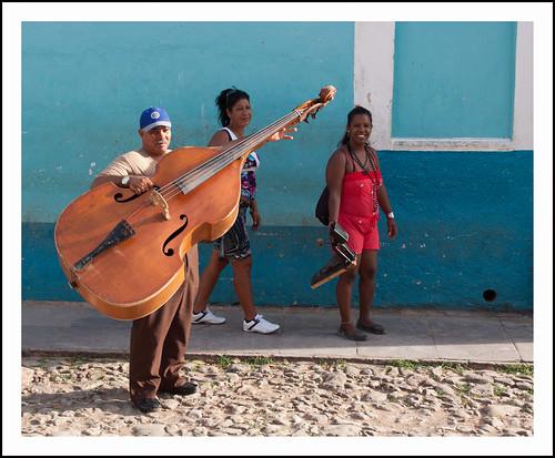 Trinidad- de bassist by hans van egdom