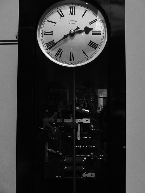 clock and its entrails