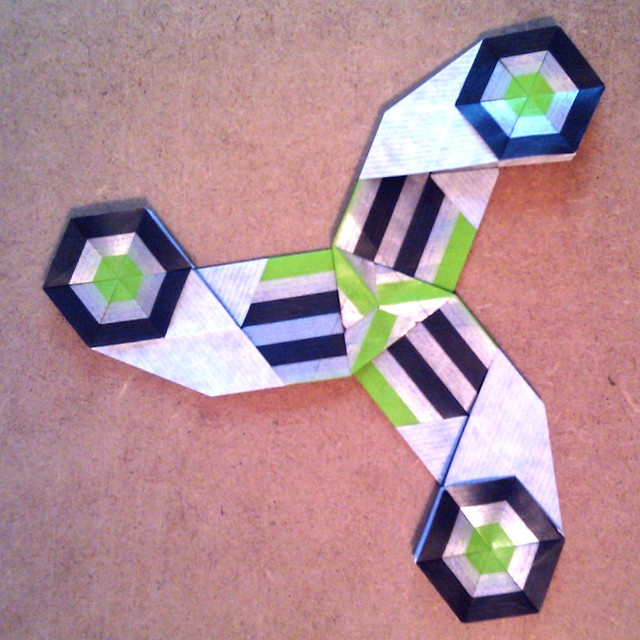 mixing my hexagon bookmark fold with the triangel cross - snowflake world by Francis and Dirk ...