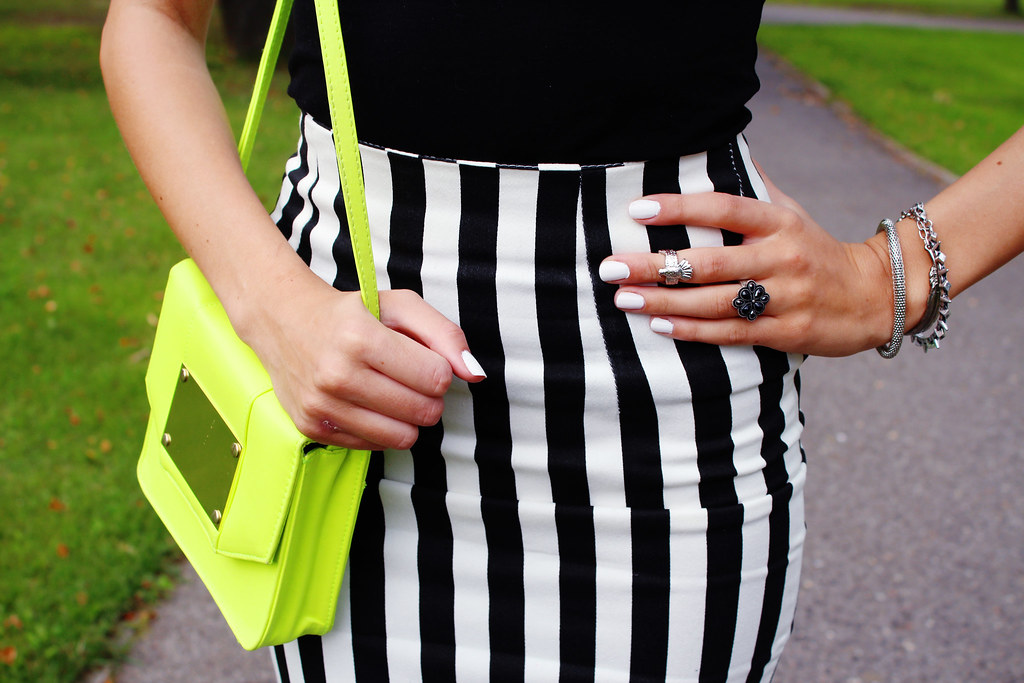 Call me Maddie, two years of blogging, outift of the day, fashion blog, choies midi skirt, choies.com, simple outfit, back to basics, zara sandals, rayban sunglasses, neon yellow bag,
