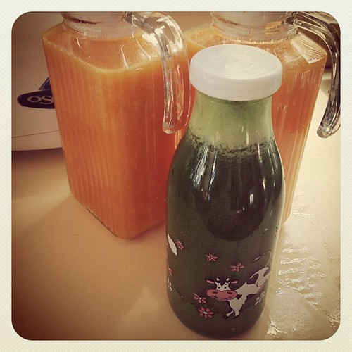 Sun Juice and Green Juice! Yummy! Recipes up on the Blog in the week www.therabbitandtherobin.co.za {follow me @robindeel on Instagram} Official @rabbitandrobin  #juice #juicing #greenjuice #kale #vegan #vegetarian #food