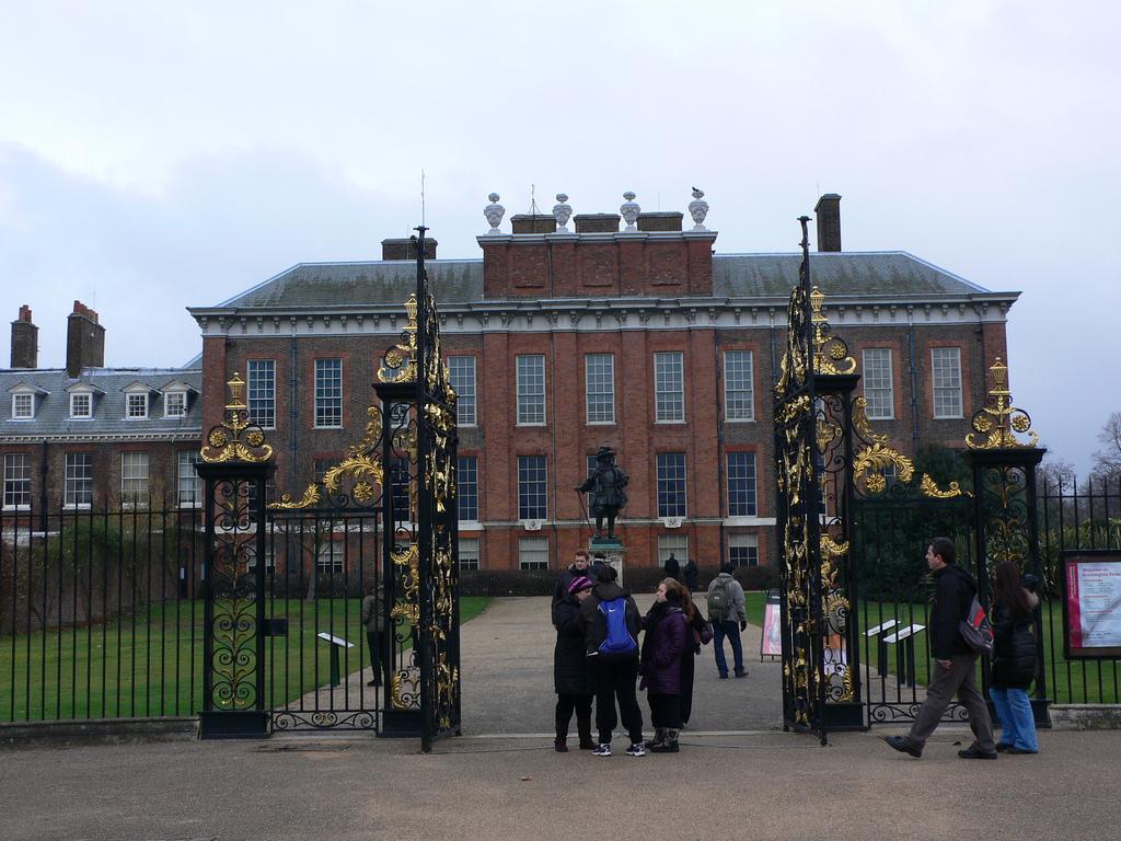 2. Fachada del palacio de Kensington. Autor, Heatheronhertravels