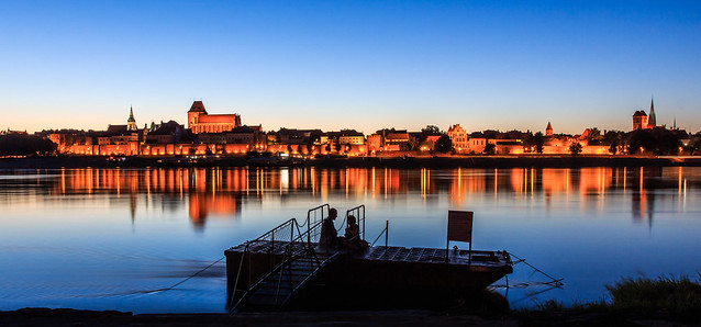 Some enjoy the view and some enjoy each other - one of the oldest Polish towns Toruń (UNESCO world heritage site)