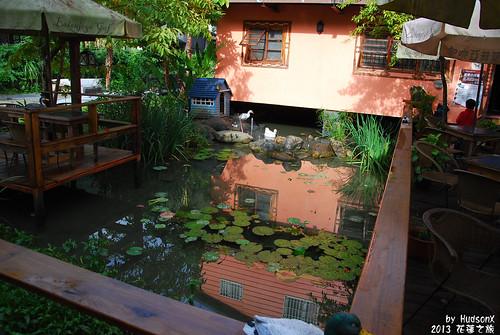 一進門的池塘
